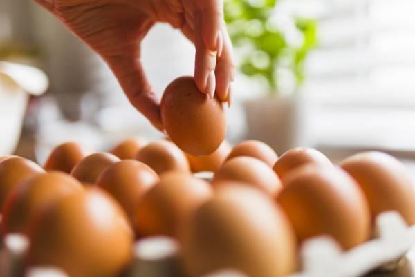 تخم-مرغ-برای-ابرو