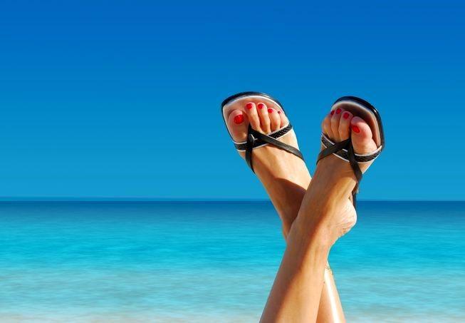 پاهایتان را برای پوشیدن صندل های تابستانی آماده کنید