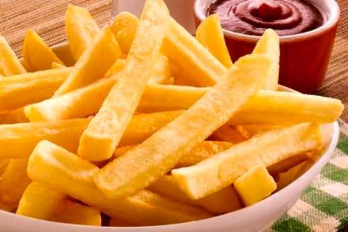 آیا خوراکی چرب یا اصولا بعضی خوراکی ها سبب آکنه یا تشدید آن می شود؟