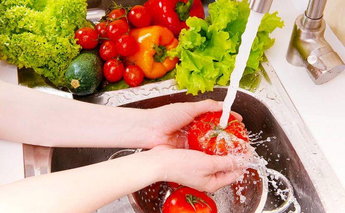 با این روش میوه و سبزیجات را از کرونا ضدعفونی کنید