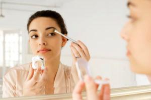 پرسش بیماران مبتلا به اگزما درباره ی استفاده از محصولات آرایشی