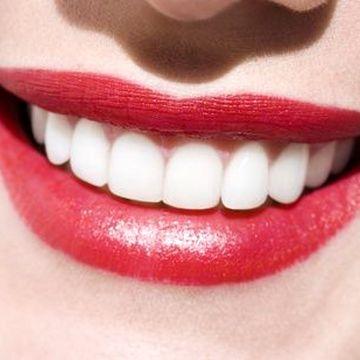 نه راهکار برای سفید و درخشان کردن دوباره دندان ها