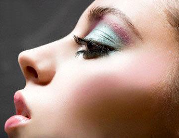 چند نکته آرایش برای پوست های سفید و چشم های مشکی