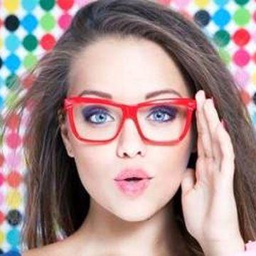 نحوه صحیح آرایش کردن افراد عینکی