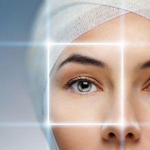 راهکارهای خانگی برای از بین بردن خطوط پنجه کلاغی اطراف چشم