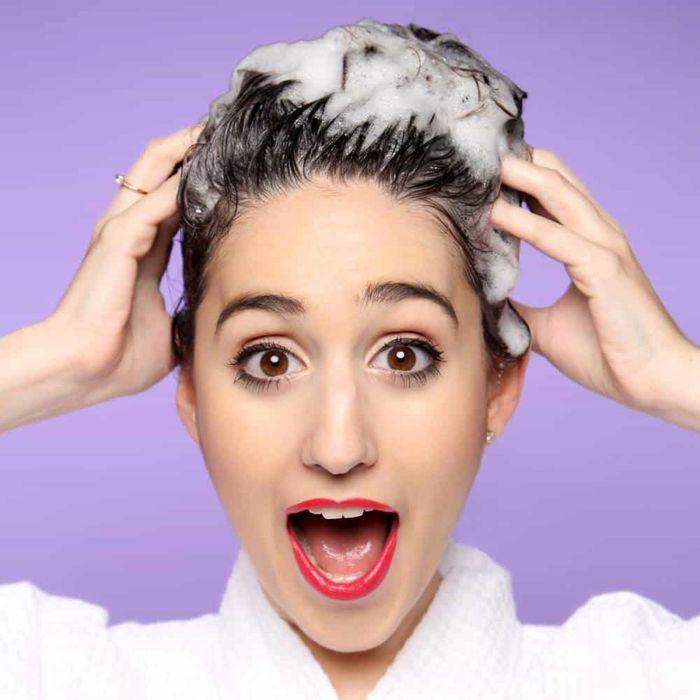 چه زمانی موهایمان را بشوییم؟