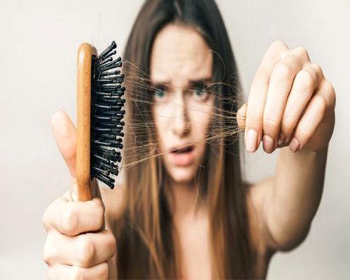 ریزش مو از علائم کرونا