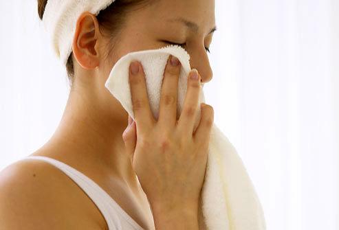 پاک کردن طبیعی، ایمن و سریع آرایش چشم