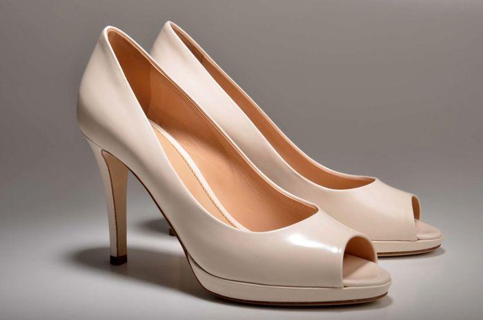 کفش پاشنه بلند به پا نکنید