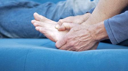 چگونه می توانم از حملات مکرر پای ورزشکار پیشگیری کنم؟
